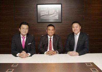 Foto bersama Direksi dan Dewan Komisaris 2
